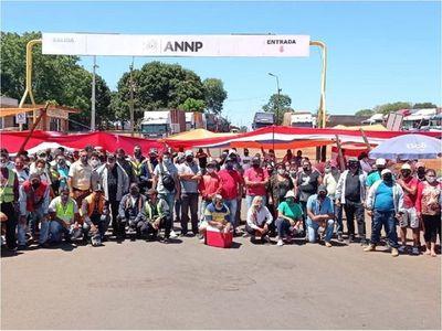 Trabajadores fronterizos vuelven a bloquear acceso a puertos