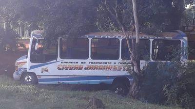 CDE: Bus chatarra provoca accidente