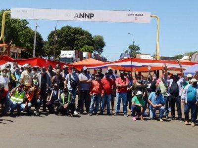 Bloqueo en Encarnación agrava la escasez de cemento en el mercado