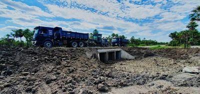 Prosigue construcción de puentes en caminos del Chaco