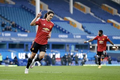 Cavani marca su primer gol con el United en la victoria contra el Everton
