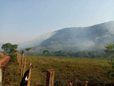 Incendio forestal nuevamente afecta a la Cordillera del Ybytyruzú
