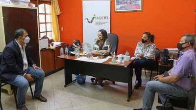 Gobernador de Caazapá se reúne con la Encargada de Despacho del INDERT