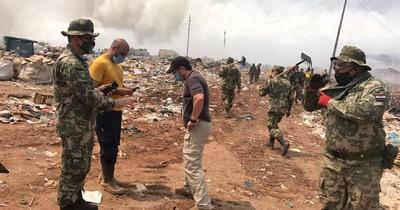 La Nación / Incendio en basural amenaza a viviendas en el Bañado Sur