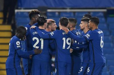 El Chelsea remonta, golea y se postula al liderato