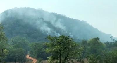 Piden ayuda para sofocar incendio en el monumento natural Cerro Acahay