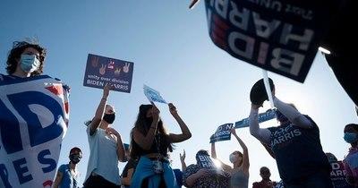 La Nación / Multitudes acuden a la Casa Blanca para celebrar la victoria de Biden