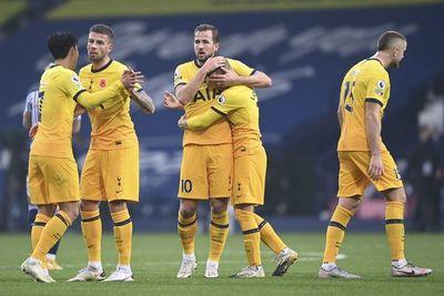 Un tanto de Kane al final permite al Tottenham mantenerse arriba