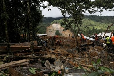 Eta llega a Cuba mientras Guatemala busca sobrevivientes