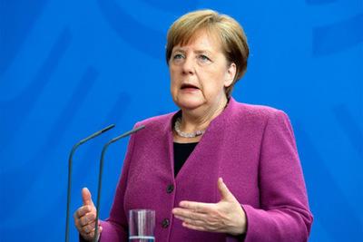 Merkel dice que las restricciones se mantendrán en Alemania hasta que el 70% de la población esté inmunizada