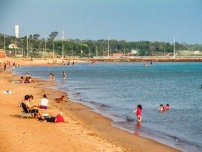 Realizan prueba de burbujas sociales en playas de Encarnación con miras al verano