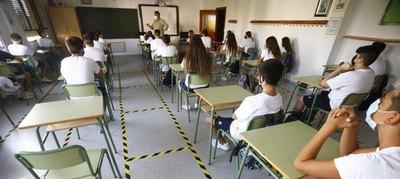 Crónica / Denuncian contagio masivo en colegio de Isla Pucu