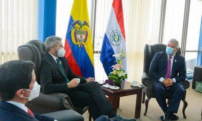 Abdo Benítez saludó a nuevo presidente de Bolivia y se reunió con Duque en La Paz