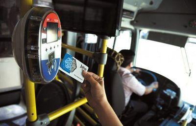 Ley contra acaparamiento y reventa de tarjetas para buses, anuncian