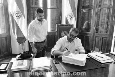 Marito promulgó ley que establece la gratuidad de los cursos de admisión y de grado en todas las universidades públicas del país