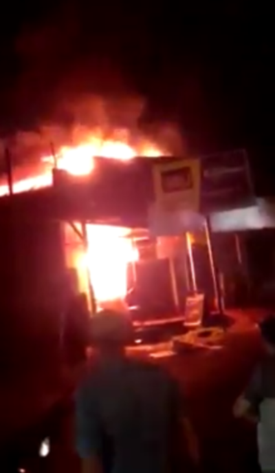 Incendio de gran magnitud consume por completo comercio de Edelira