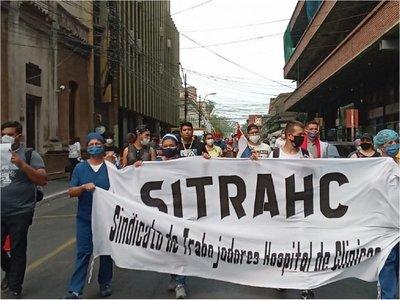 Personal de blanco de Clínicas anuncia huelga desde el 18 de noviembre