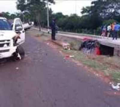 Automóvil choca contra patrullera que asistía un accidente