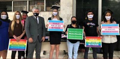 Abogada trans aguarda esperanzada jurar hoy tras cinco años de culminar su carrera
