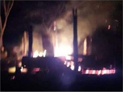 Una pareja muere atrapada en incendio de su vivienda