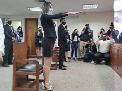 Corte Suprema toma juramento a la primera abogada trans en Paraguay
