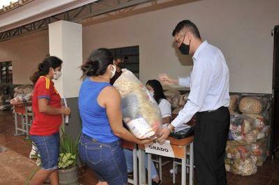 Ronald Acevedo sigue con entrega de kits de alimentos en Amambay