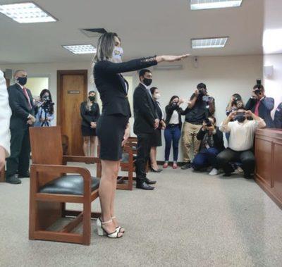Video. Abogada trans juró con vestido ante la Corte