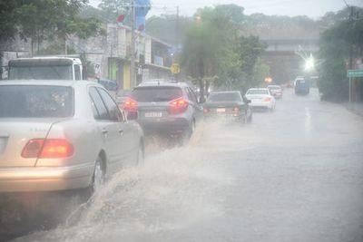 Reportan algunas casas afectadas por la tormenta en Asunción