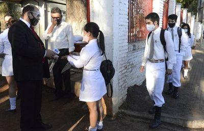 Ante supuestos casos sospechosos de covid, docentes piden suspender clases presenciales