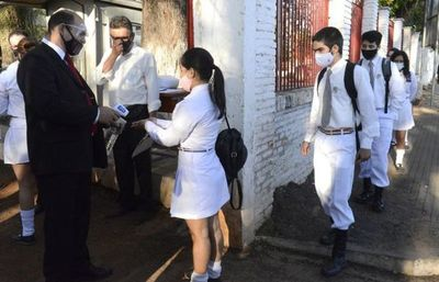 Por supuestos casos sospechosos de covid19, docentes piden suspender clases presenciales