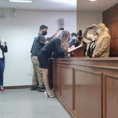 «Tuve que ganarme el respeto de mis profesores y de mis compañeros», afirma la primera abogada trans del Paraguay