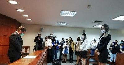 """La Nación / """"Una persona es libre de crear su identidad"""", dice ministro que tomó juramento a Kimberly"""