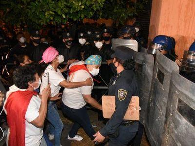 Incidentes frente a Hacienda durante manifestación de personal blanco