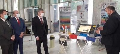 Habilitan jornadas de práctica con máquinas de votación para abogados