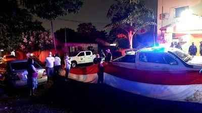 Policía detuvo a manifestante durante escrache a senador Lanzoni