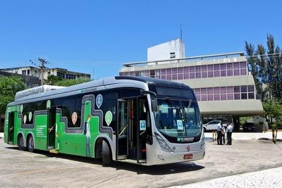 Presentan ómnibus que circula a biometano en Foz de Yguazú
