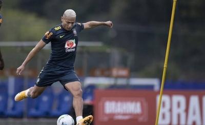 HOY / Brasil comenzó entrenamientos con cinco jugadores y Neymar en la enfermería
