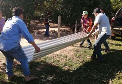 Caazapá: Familia afectada por incendio recibe asistencia de la gobernación