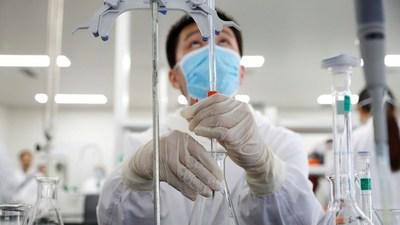 """Suspenden en Brasil ensayos de la vacuna china contra el covid tras un """"incidente grave"""""""