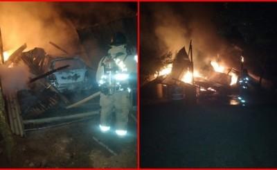 Incendio consume un depósito y dos vehículos, además de maquinarias