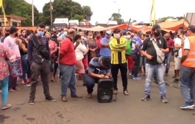 Manifestantes liberan una hora por día el paso de camiones por ANNP en Itapúa