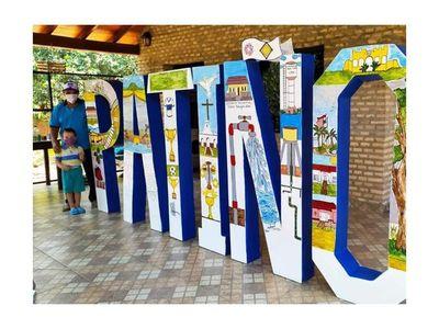 Artesanos plasman la historia de la compañía Patiño en letras corpóreas