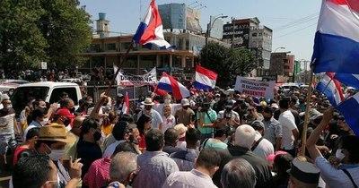 La Nación / Trabajadores de Itapúa urgen al Gobierno asistencia económica que prometió