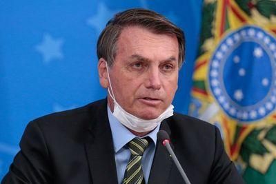 Bolsonaro toma como una victoria la suspensión de ensayos de la vacuna china