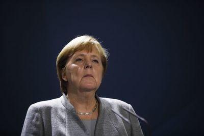 """Merkel aborda con Biden relaciones transatlánticas y """"desafíos globales"""""""
