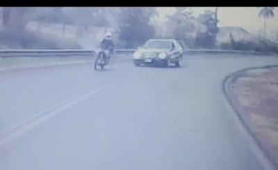 Muere menor que iba en motocicleta embestida por un automóvil