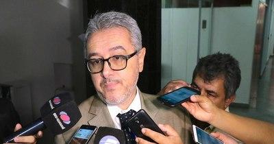 """La Nación / Asesor del MEC califica de """"patéticos"""" los saludos al presidente por su cumpleaños"""