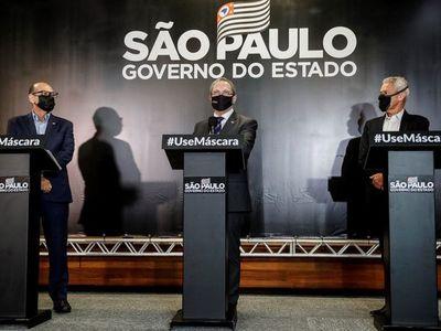 """La suspensión de los test de vacuna china aviva """"guerra política"""" en Brasil"""