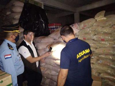 Incautan 9.600 kilos de azúcar y cajas de vino que serían de contrabando