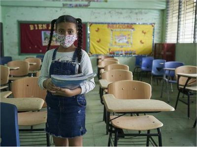 Unicef alerta que millones de niños más vulnerables podrían no volver a escuelas